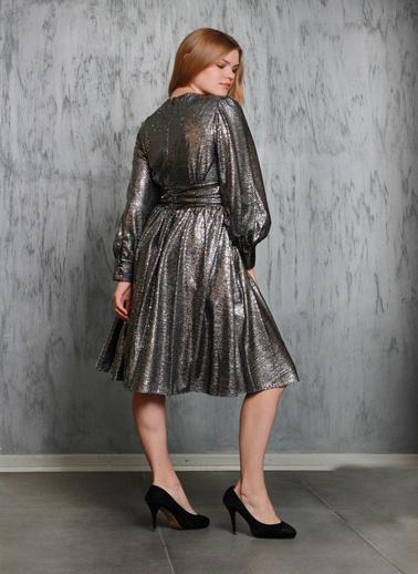 JEANNE D'ARC Parlak Kumaş Kloş Etekli Kruvaze Yaka Elbise Je87171 Gümüş